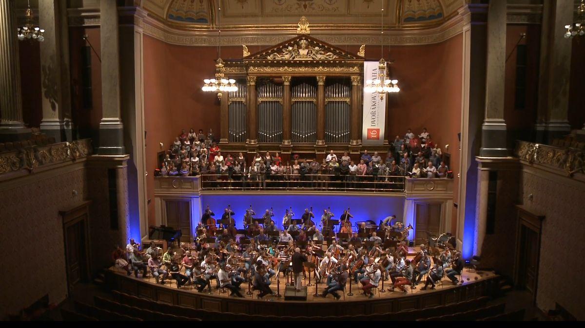 Česká filharmonie zahraje pro abonenty včervnu sérii osmi koncertů zdarma