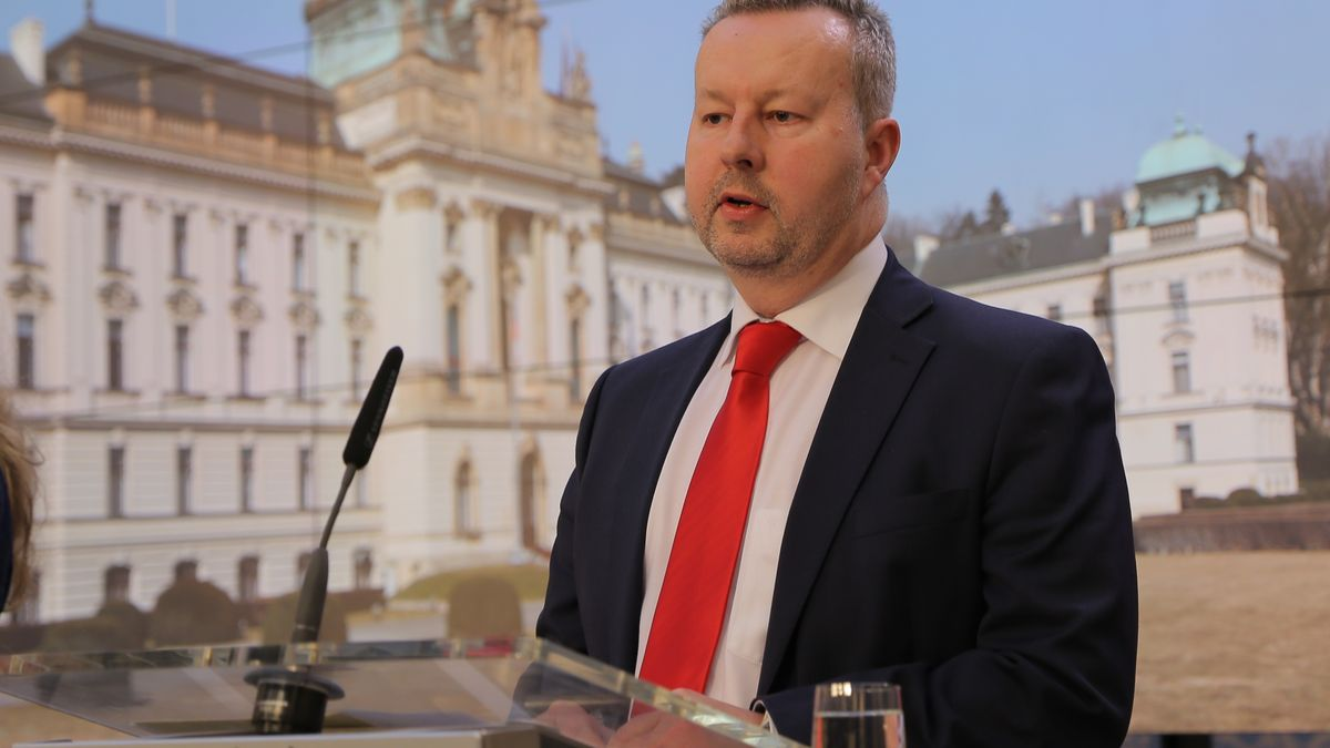 Odstupte, vyzvali Starostové ministra Brabce kvůli otravě Bečvy