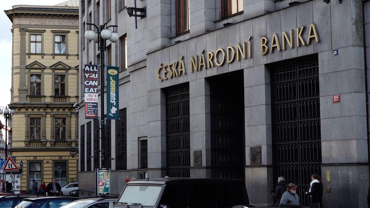 Tuzemské banky si po zásahu ČNB polepší odesítky miliard korun