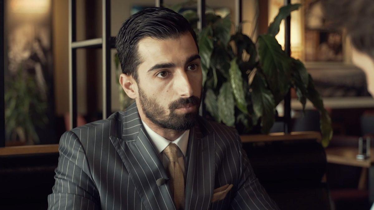 Hipsteři v Iráku bojují s Islámským státem. Dokonale padnoucími obleky a upravenými vousy