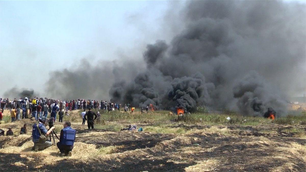 Izraelští vojáci v Gaze zastřelili 9 demonstrujících Palestinců, včetně jednoho novináře