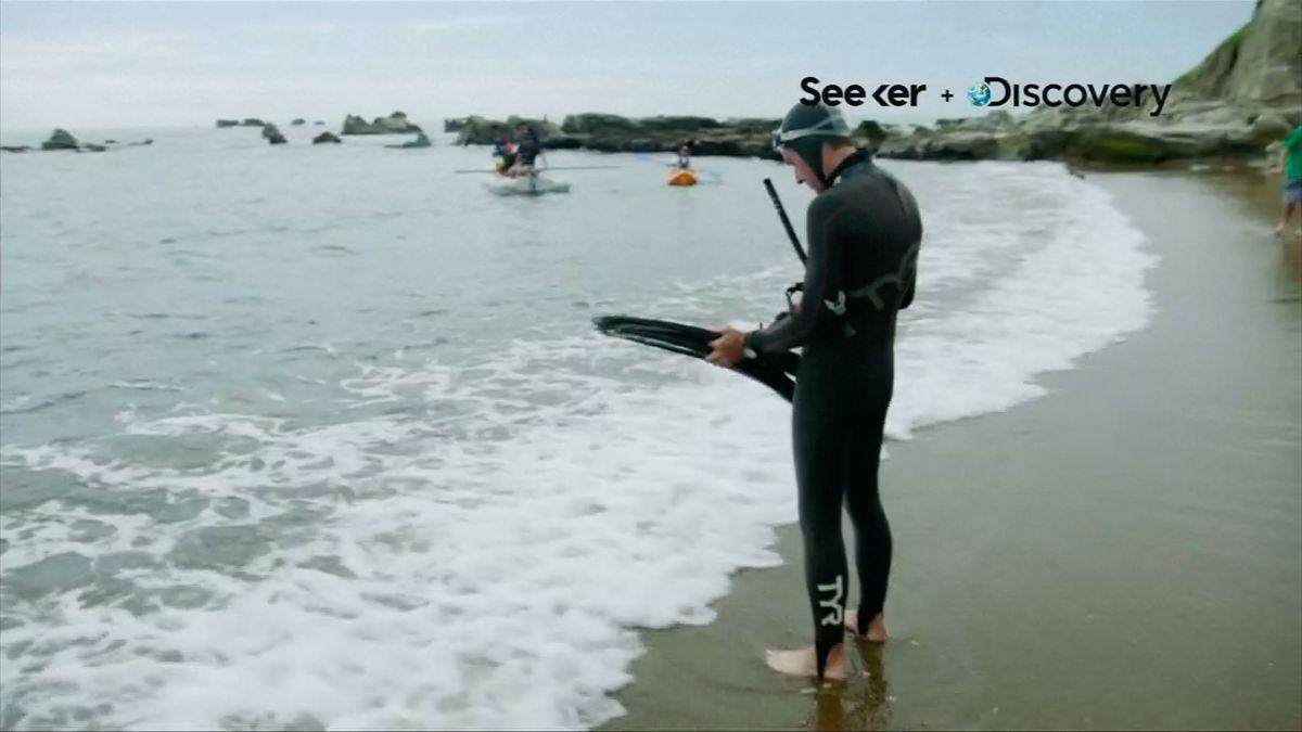 První člověk se pokouší přeplavat Pacifik. Bojí se žraloků, studené vody a vlastní hlavy
