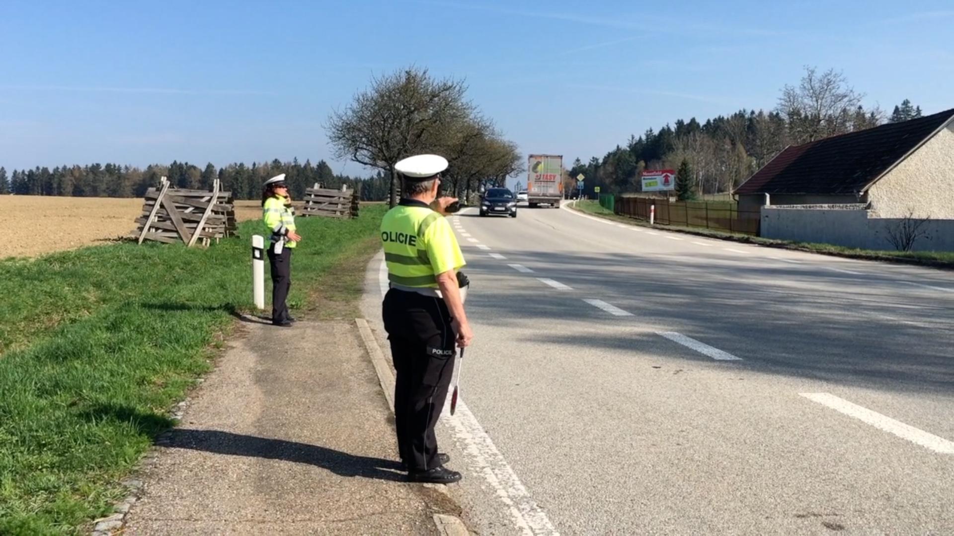 Policie zahájila velký zátah na řidiče. S radary obsadila stovky míst v republice
