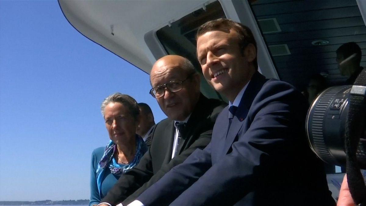 Macronovi ve Francii rekordně klesla popularita. Sebral peníze důchodcům