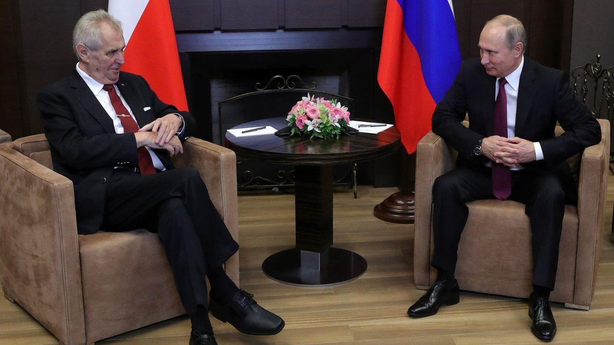 Zemanovi vykám, protože je starší, přiblížil Putin vztahy s ostatními státníky