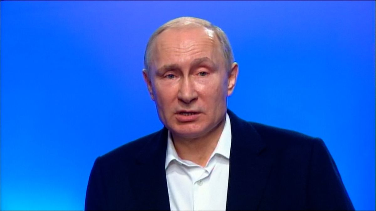 Kdyby šlo o ruský nervový jed, byli by na místě mrtví. Putin tvrdí, že Rusko agenta Skripala neotrávilo