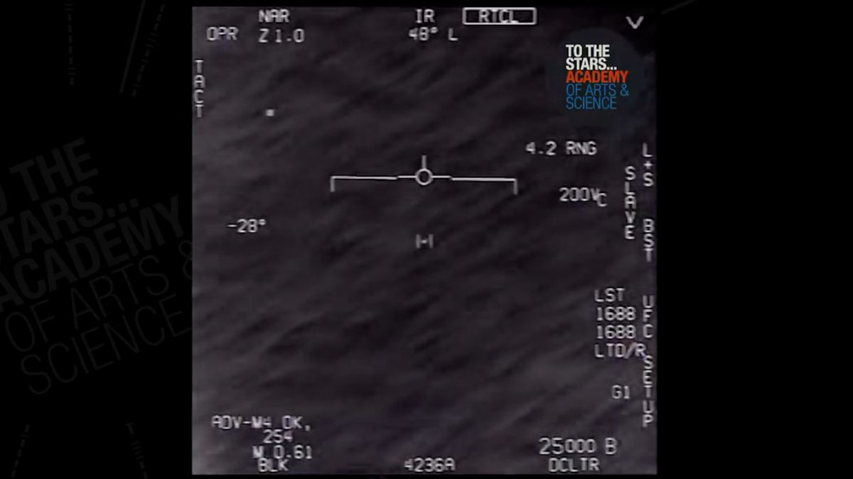 Bylo to UFO? Pentagon musel zveřejnit záběry záhadného objektu