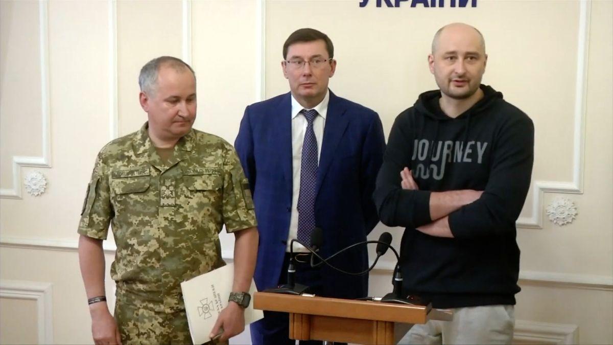 Rekonstrukce: Kdo hrál mrtvolu a jak fingovali vraždu ruského novináře