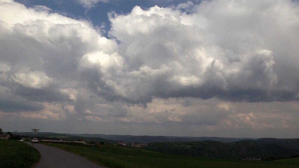 Teplé jarní počasí s sebou přinese oblačnost, nastat mohou i bouřky