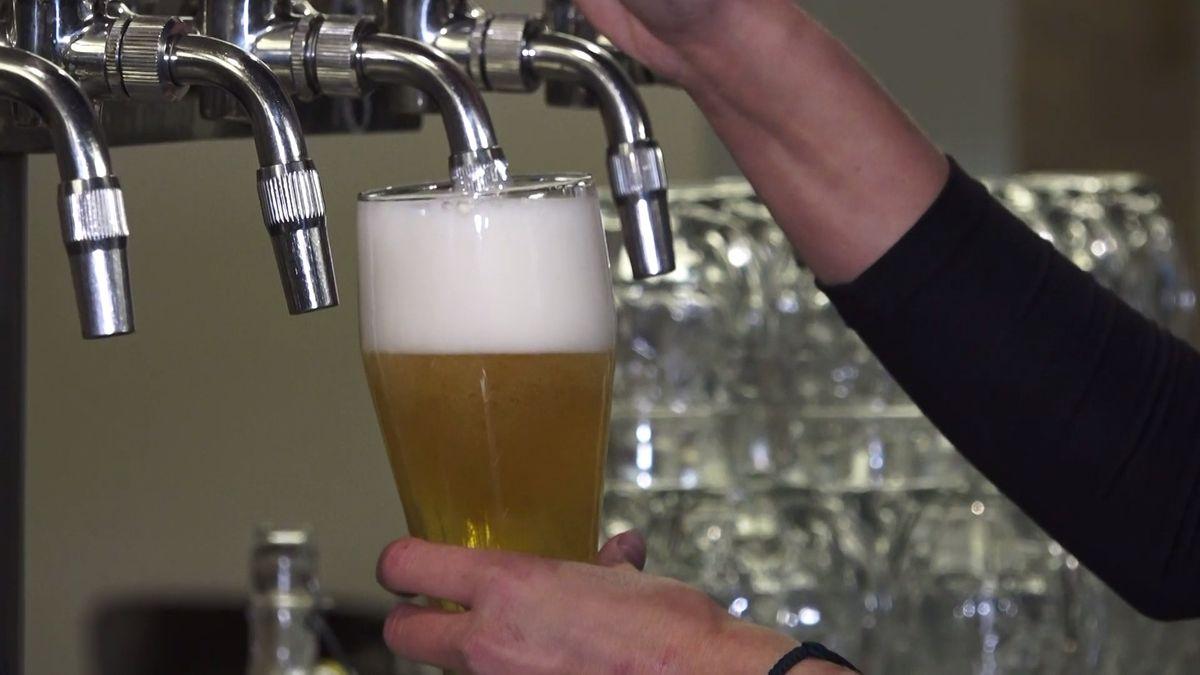 Agresivní administrativa nás ničí, stěžují si malé pivovary. Dopředu platí statisíce