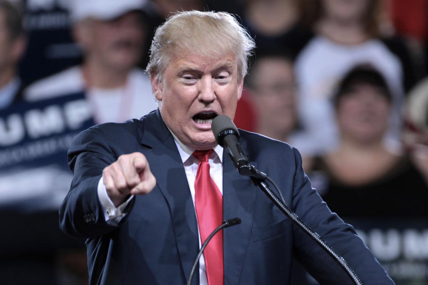 Trump uvolnil pravidla pro vládní kybernetické útoky