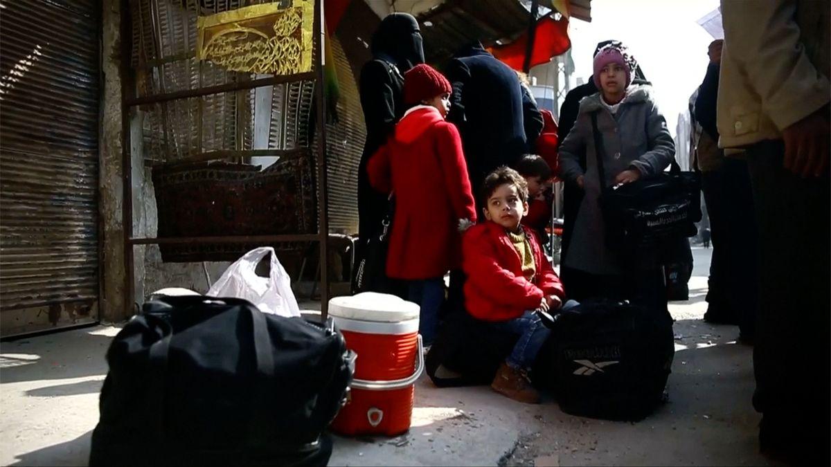 Z Ghúty bylo evakuováno přes 150 civilistů. Poprvé od počátku ofenzivy mohli opustit oblast