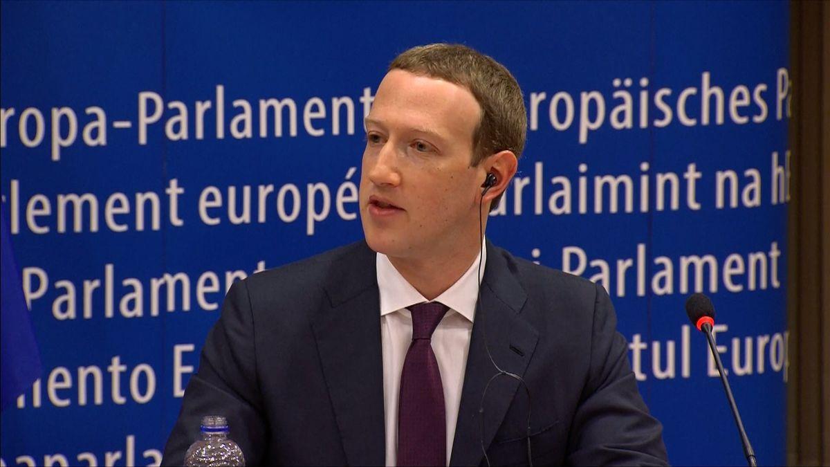 Šéf Facebooku Zuckerberg se omluvil před EP. Firma podle něj neudělala pro obranu dat dost