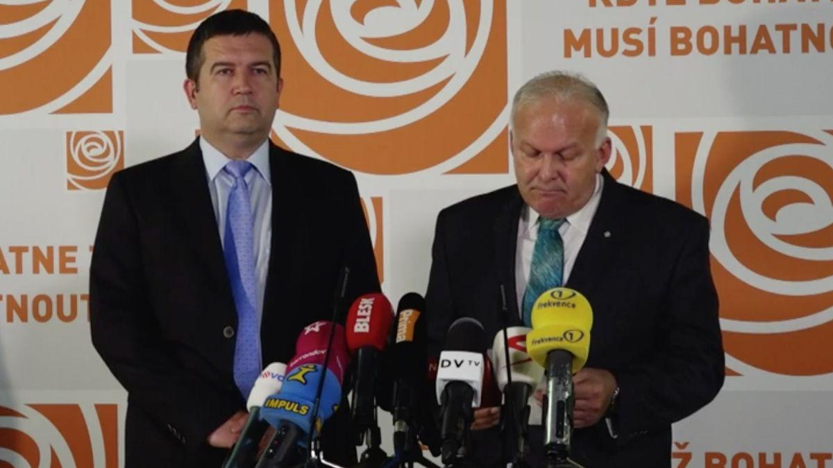Ministr Krčál podává demisi, místo něj přichází žena se vzděláním z Londýna a Frankfurtu