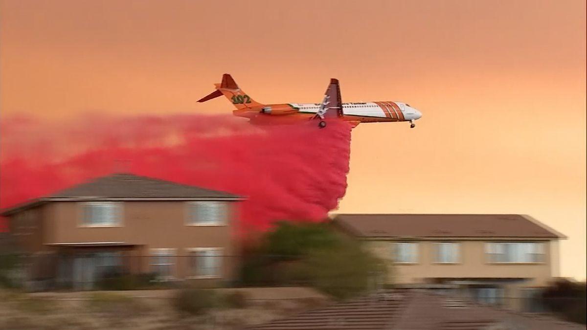 Kalifornští hasiči mají první úspěchy při hašení největšího požáru ve státě Kalifornie