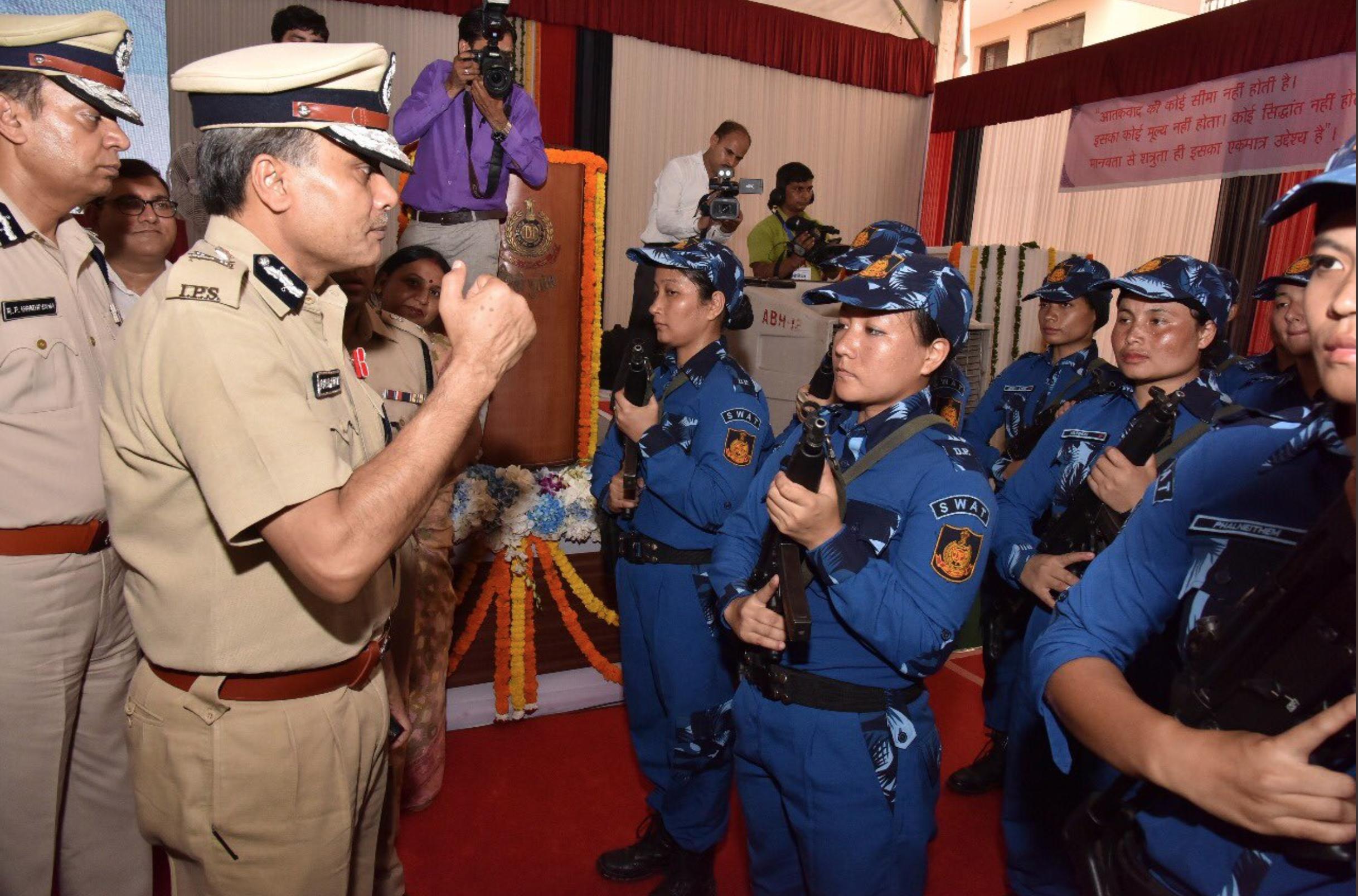 První ženské SWAT komando vyrazilo do ulic Indie se samopaly