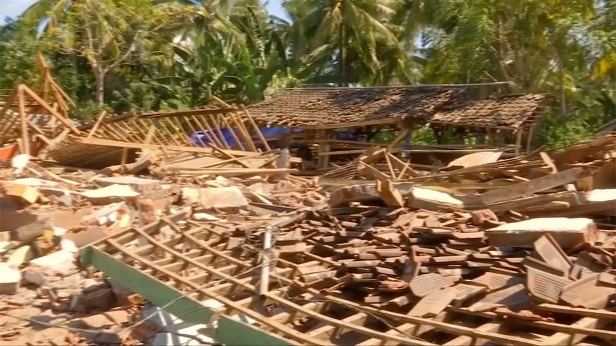 Počet obětí zemětřesení v Indonésii překročil 130, podle úřadů dál poroste