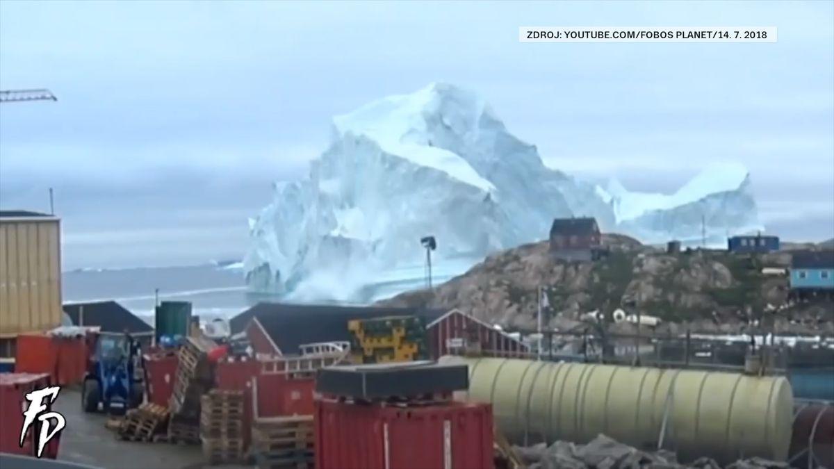 Obří ledovec ohrožuje vesnici v Grónsku. Lidé utekli, bojí se tsunami