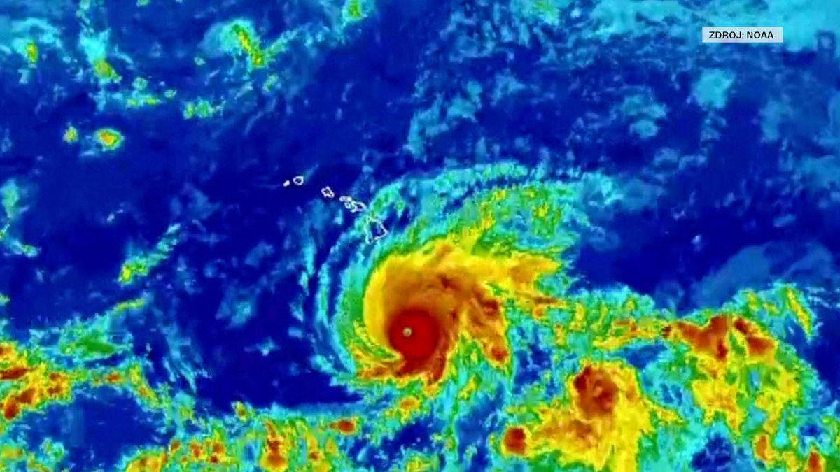 Na Havaj se řítí hurikán Lane, vítr dosahuje 260 kilometrů v hodině