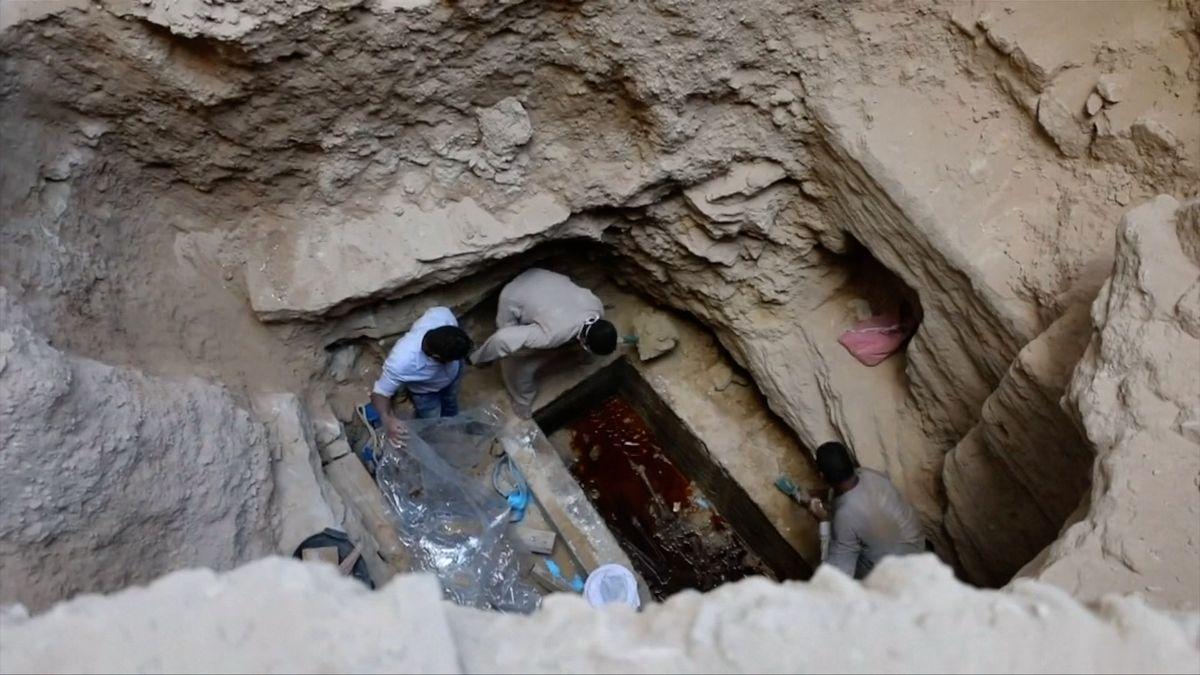 V Alexandrii otevřeli záhadný černý sarkofág. Uvnitř čekalo zklamání.
