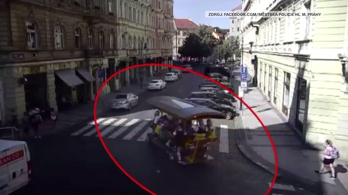 Praha chce zakázat oblíbenou atrakci pro cizince. Ale hledá cestu, jak to udělat