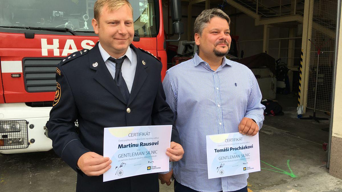 V brněnské Bystrci pomohli zachránit řidiče, který měl za volantem infarkt. Česko má tři nové gentlemany silnic