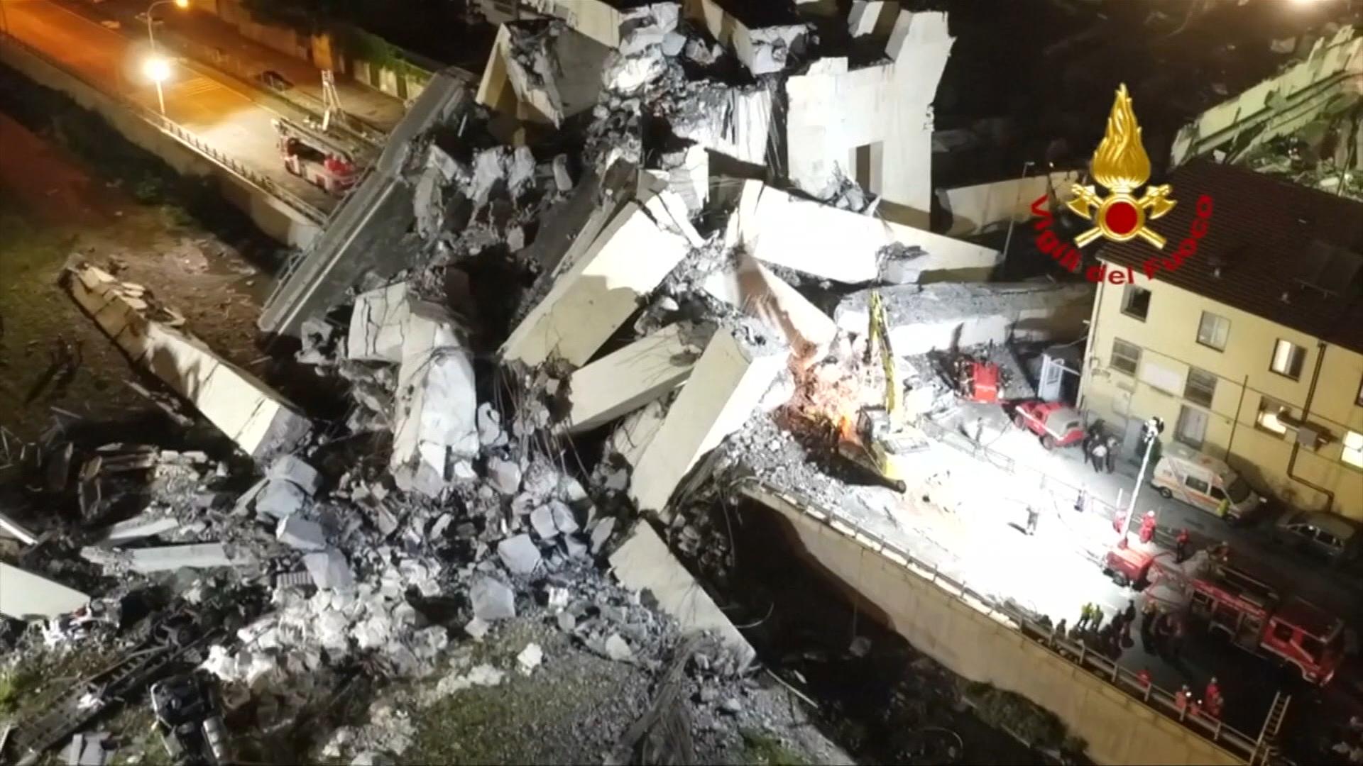 Záchranáři už nepředpokládají, že jsou pod janovským mostem přeživší