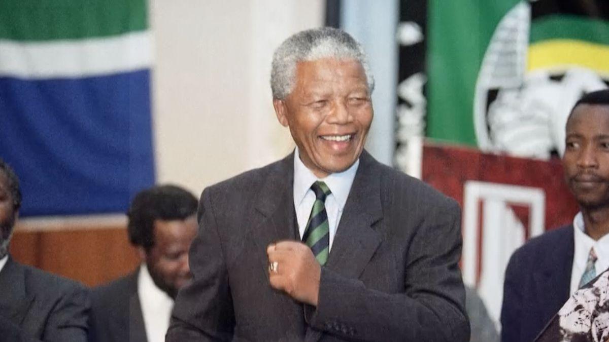 Nelson Mandela, nejznámější bojovník proti apartheidu a nositel Nobelovy ceny, by dnes oslavil 100. narozeniny