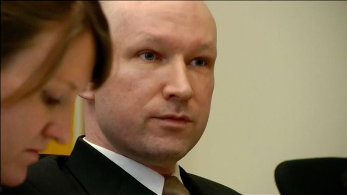 """Evropský soud zamítl Breivikovu stížnost na """"nehumánní podmínky"""" ve vězení"""