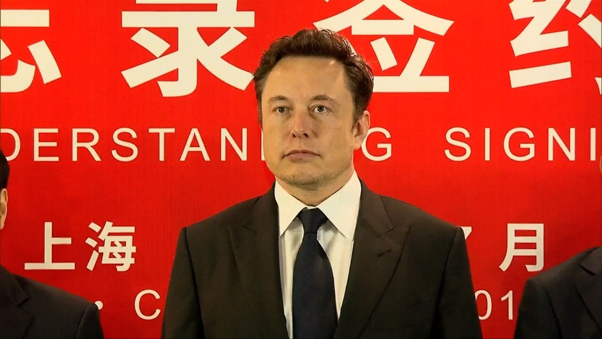 Elon Musk se po tlaku investorů veřejně omluvil záchranáři, kterého označil za pedofila