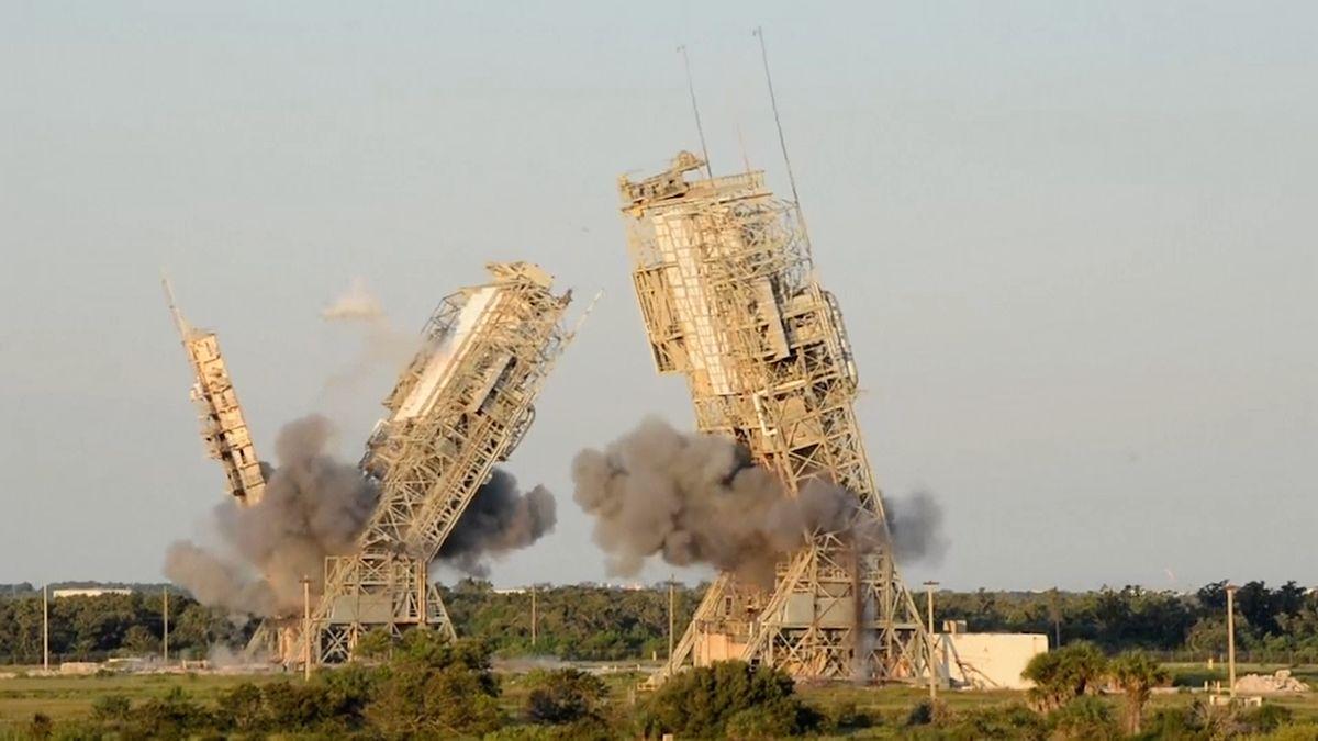 Video: NASA na Floridě zdemolovala dvě staré odpalovací rampy