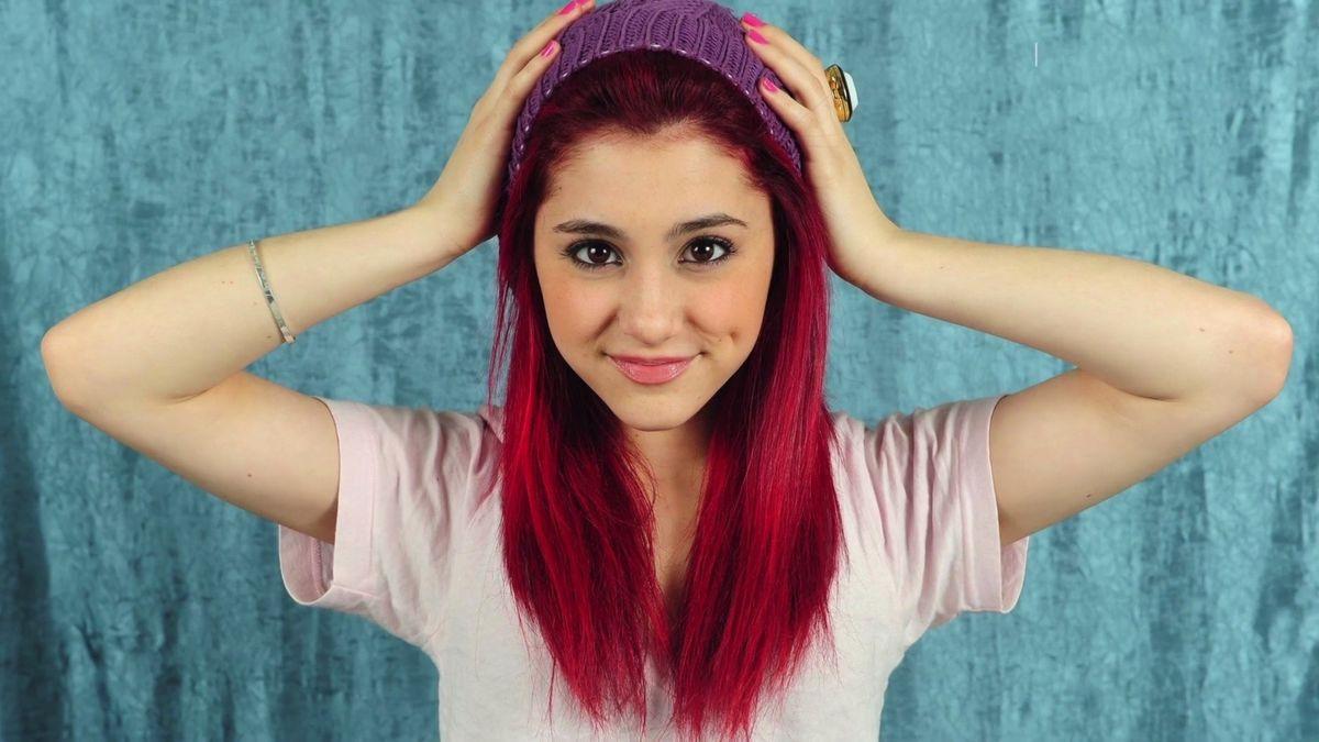 Ariana Grande vydává nové album. Jak se ze sladké holčičky změnila v dámu?
