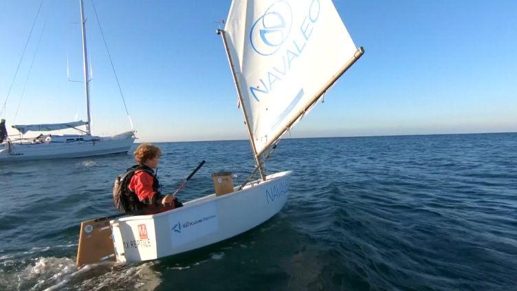 Dvanáctiletý kapitán vytvořil světový rekord. Lamanšský průliv proplul za méně než 15 hodin