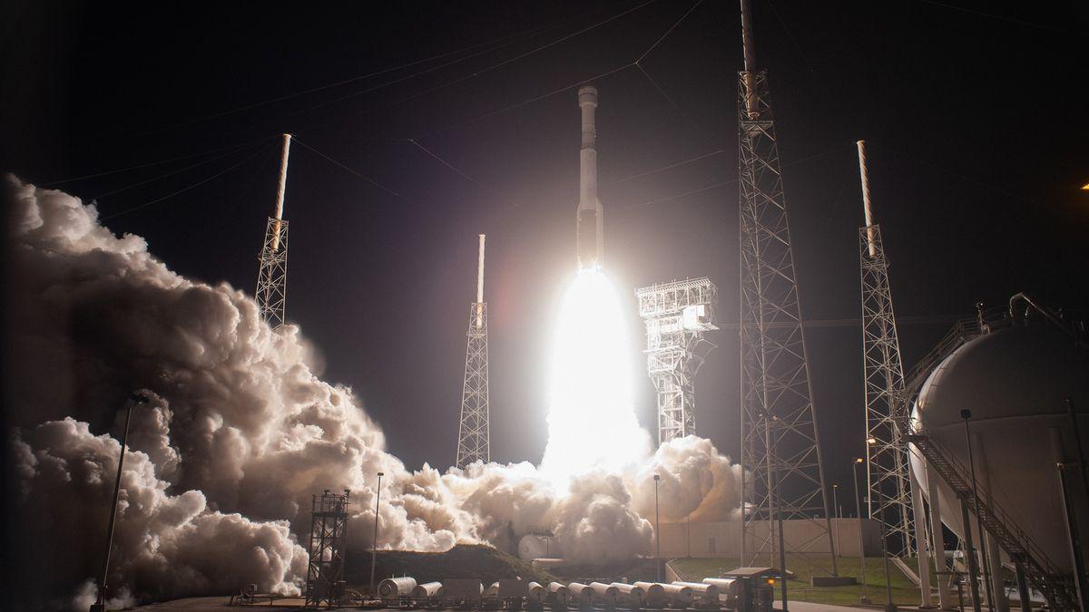 Dva dny ve vesmíru. Loď se kvůli technickým potížím vrátila zpět na Zemi