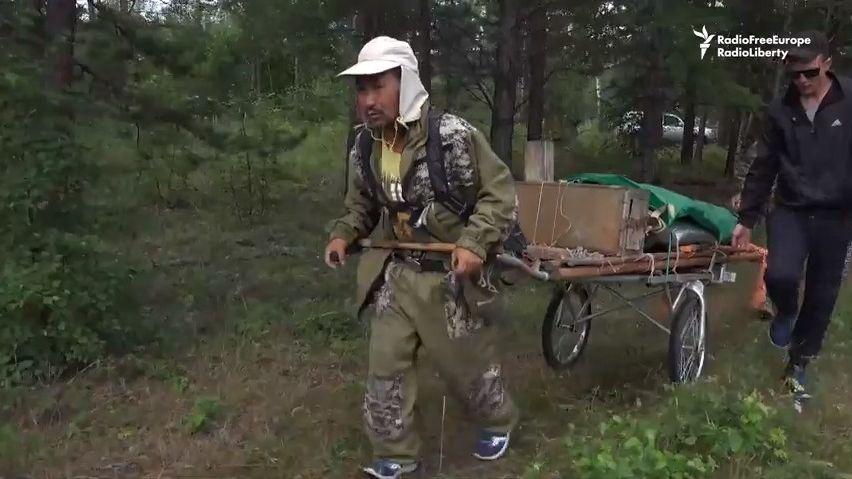 ZJakutska do Moskvy. Reportáž ocestě šamana Saši za vypuzením prezidenta Putina