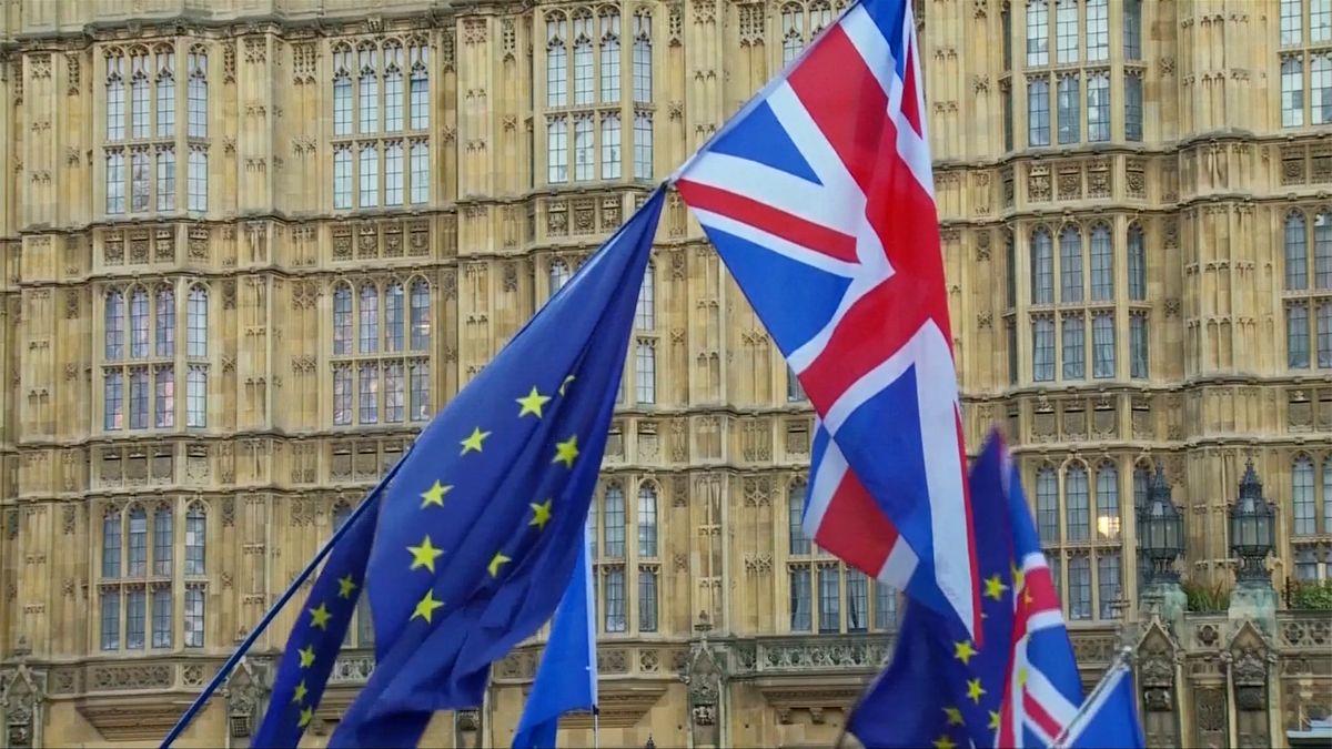 Vyřiďte si speciální status usedlíka nebo předběžné povolení kpobytu, vyzývá rezort zahraničí Čechy žijící vBritánii
