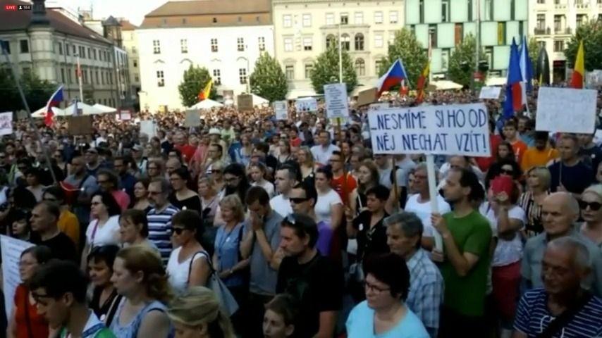 Regiony demonstrovaly za nezávislou justici a proti Babišovi