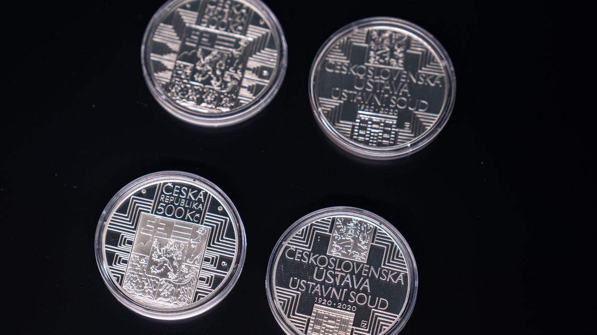 ČNB chystá oslavy české měny. Tak budou vypadat pamětní mince