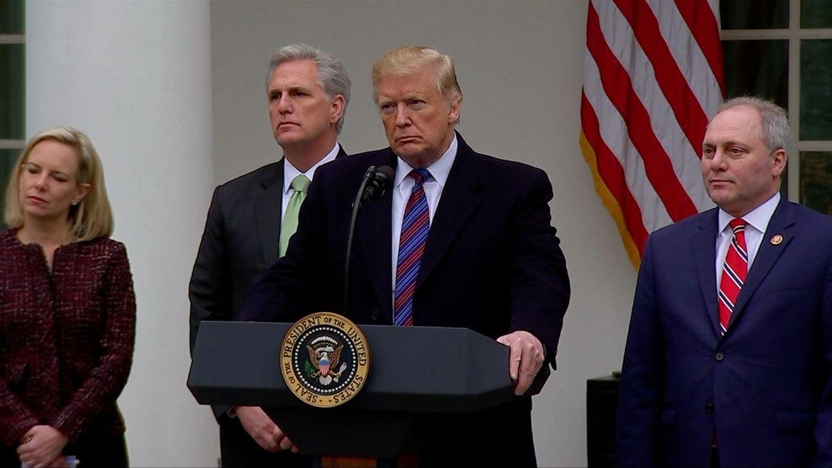 Trump přitvrdil. Kvůli sporu ozeď hrozí vyvlastňováním a vyhlášením stavu nouze