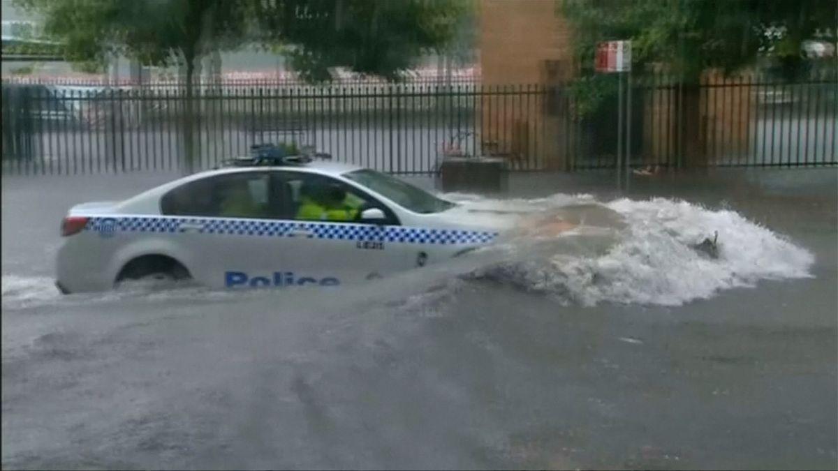 Přívalové deště proměnily silnice vřeky a způsobily chaos vSydney