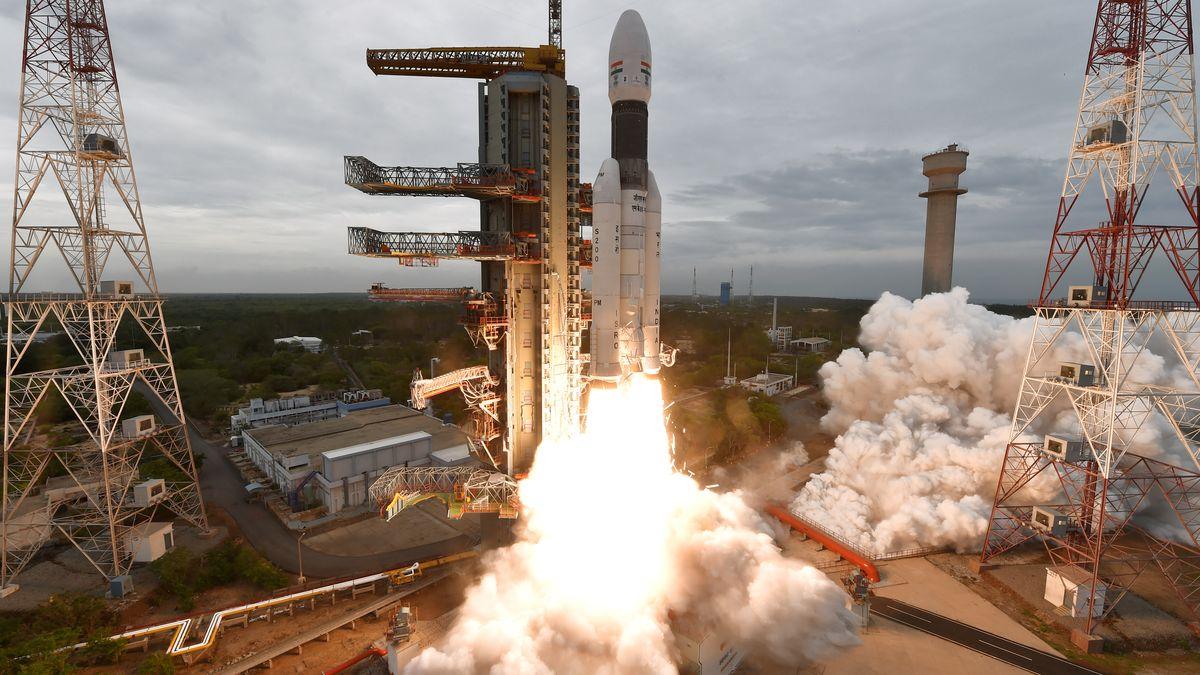 Indická mise na Měsíc zřejmě selhala, kosmické středisko ztratilo spojení smodulem