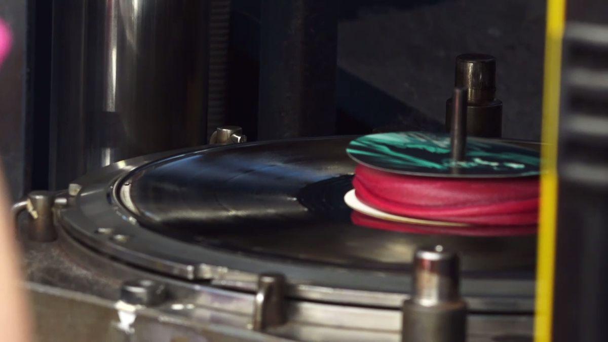 Ústecký archiv získal soubor šelakových gramofonových desek
