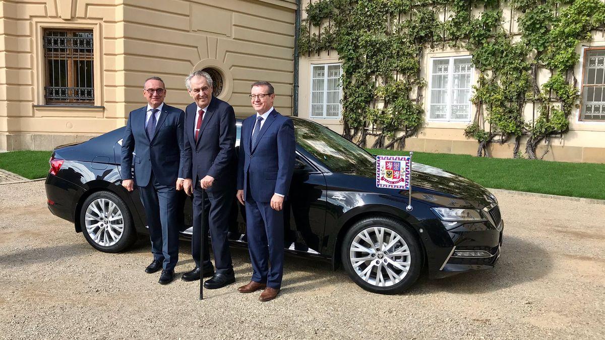 Prezidentova oslava 75.narozenin: infuze, zabijačka a nový vůz
