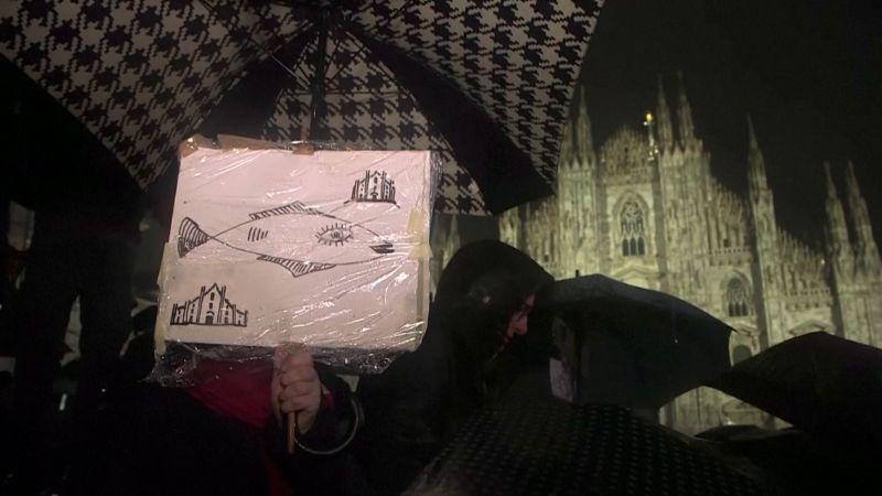 Desetitisíce protestujících Sardinek zaplavily Milán