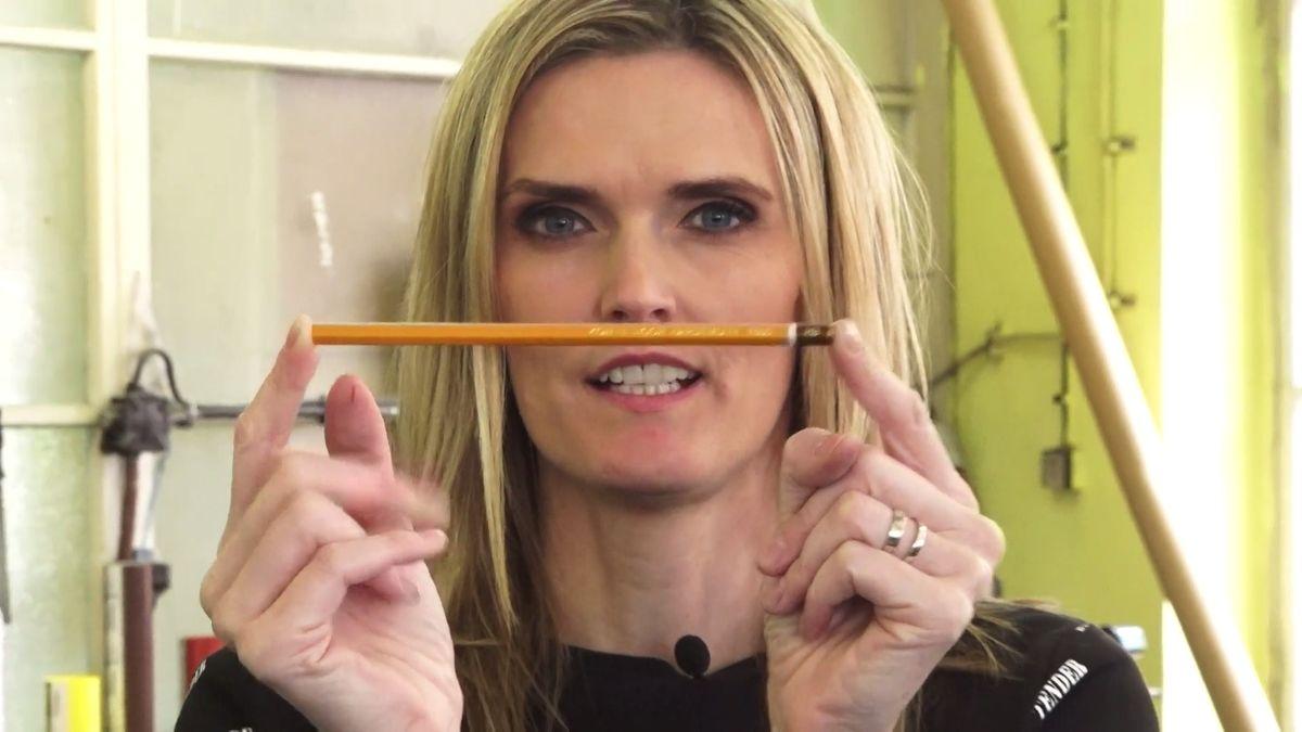 Jak se vyrábí tužka? Zkusili jsme si to utěch nejlepších. VKoh-i-nooru