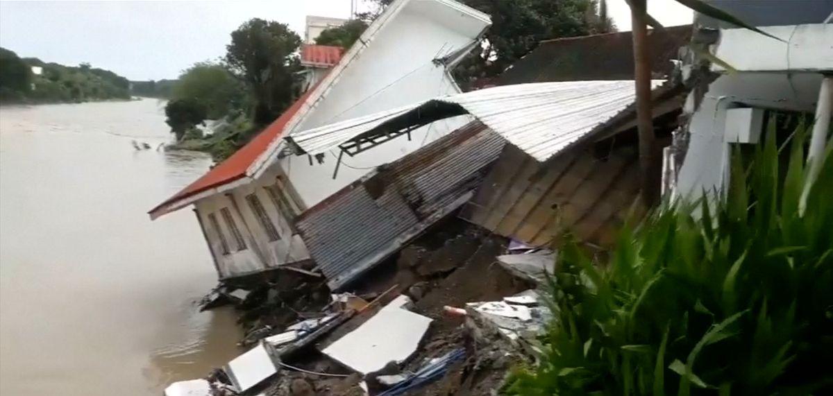 Nejméně 26lidí zemřelo při sesuvech půdy a záplavách na Filipínách