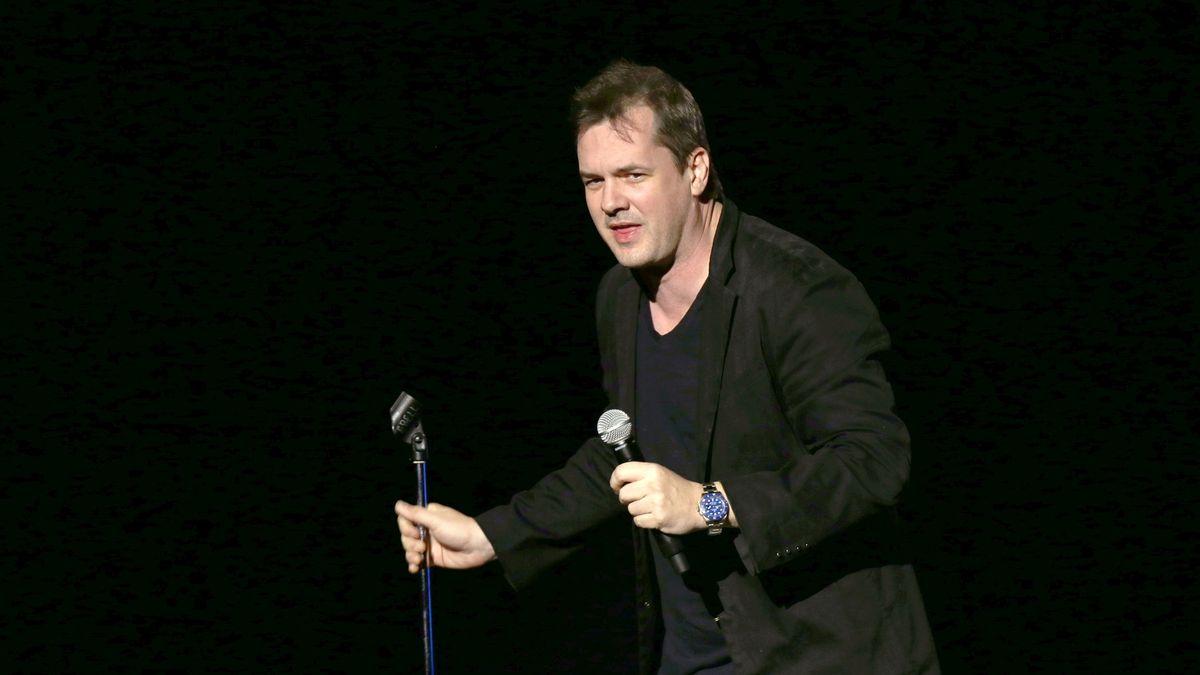 Chcete jít na vystoupení stand-up komika? Podepište, že otom nikomu nic neřeknete