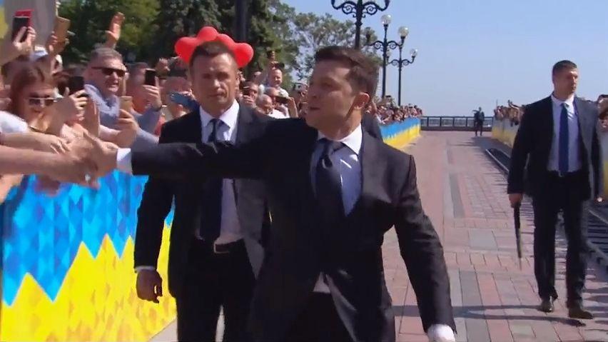 Ukrajinský prezident Zelenskyj může rozpustit parlament, shodly se politické strany. Premiér podá demisi
