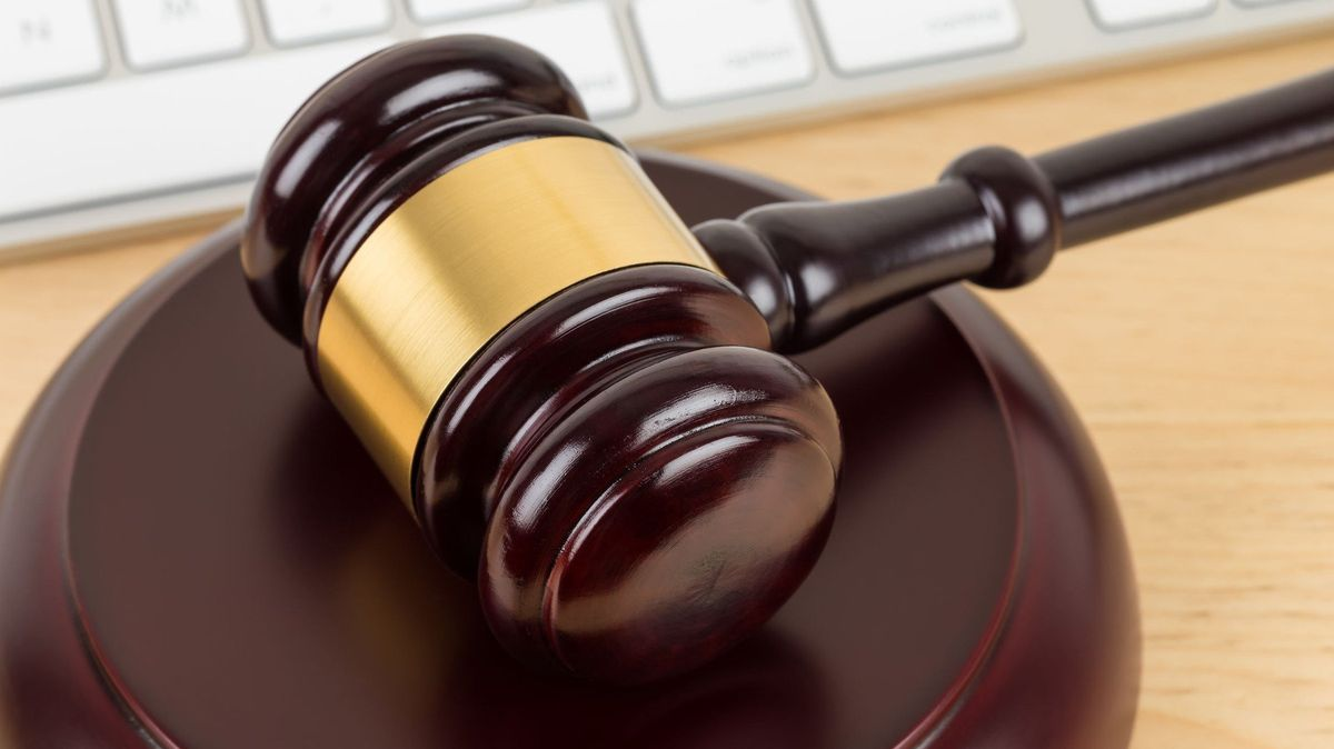 Hacker nabízel policistovi za disk sbitcoiny 384milionů korun, odsedí si tři roky