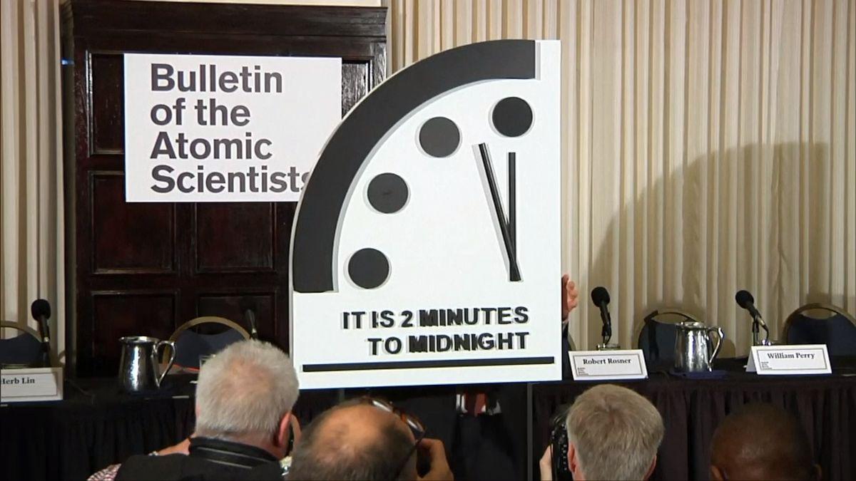 Lidstvu zbývají dvě minuty do soudného dne. Riziko katastrofy je nejblíže od roku 1953